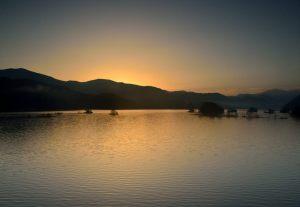 秋元湖の夜明け